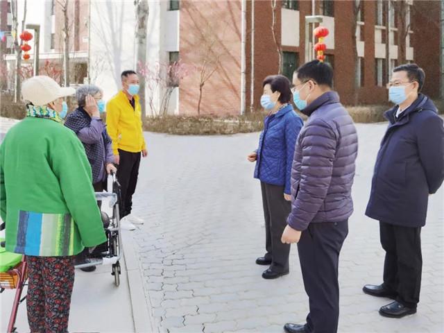 咸輝(右三)與寧夏孝慈園長者親切交流_副本.jpg